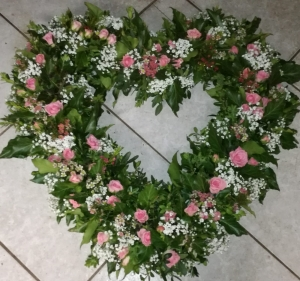 Herzförmiger Blumenkranz
